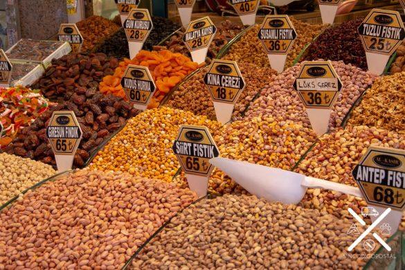 Los frutos secos están por todos lados, pues forman parte indispensable de la mayoría de los platos turcos