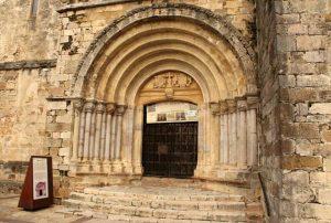Arco de entrada de la Iglesia de San Vicente de la Barquera