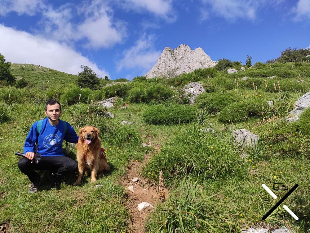 Con nuestro perro Cuzco en la ruta hacía el Pico Gilbo en Riaño