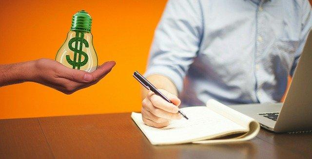Encuentra una idea sobre la que te guste escribir y si además tiene la opción de monetizar por afiliados o comisiones mucho mejor