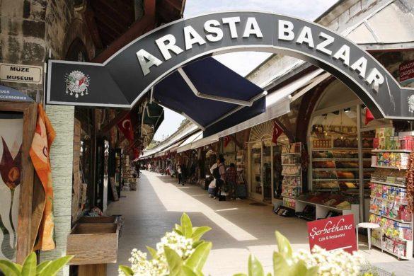 Entrada que nos indica que estamos comenzando a recorrer el mercado de Arasta Bazaar
