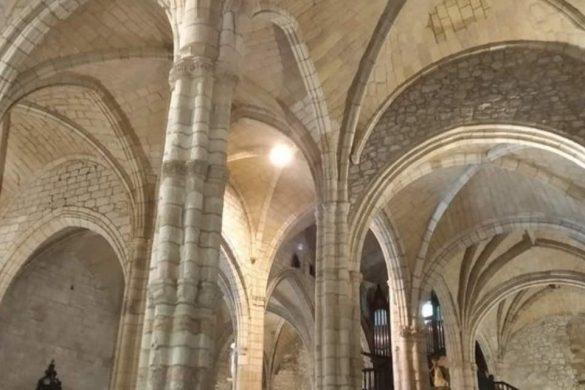 Interior de la Iglesia de Santa María de los Angeles en San Vicente de la Barquera