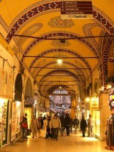 La arquitectura del Gran Bazar de Estambul es otro pilar en el que se apoya la magia de este lugar