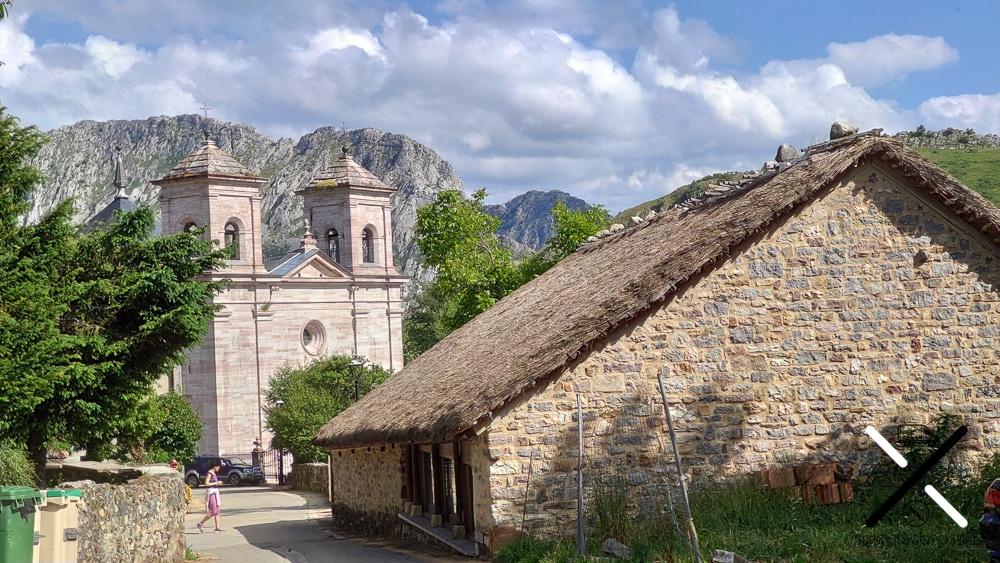 La impresionante Catedral de la Montañas o Iglesia de Lois