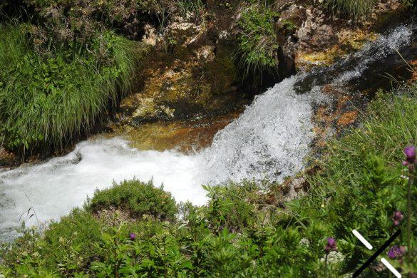 Pequeñas gargantas que dibuja el Río Esla a su paso