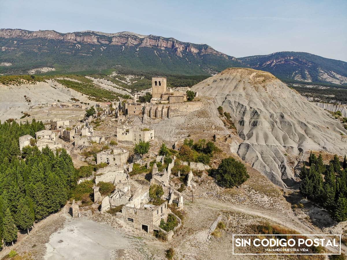 Pueblo abandonado de Escó, para pernoctar con la camper en Aragón