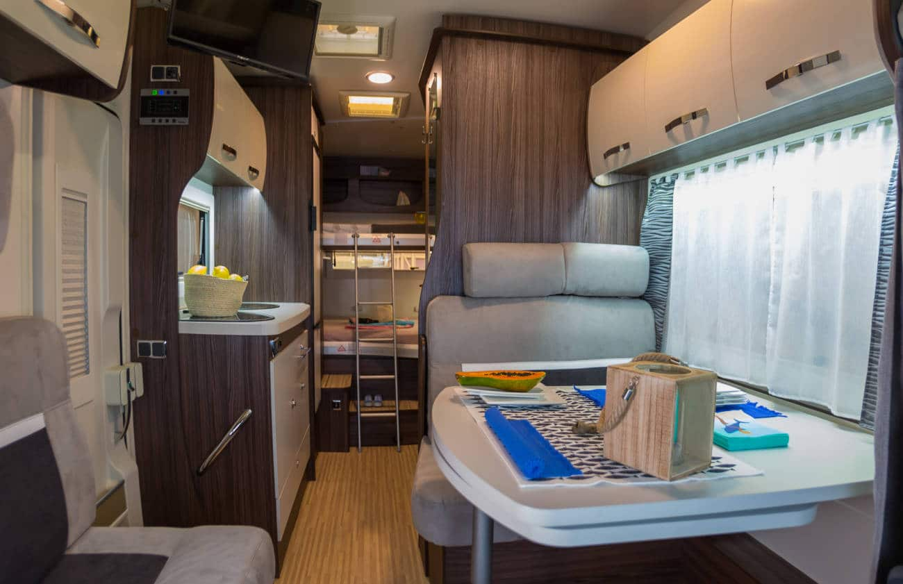 Una autocaravana es más espaciosa que una camper, y entran más cosas