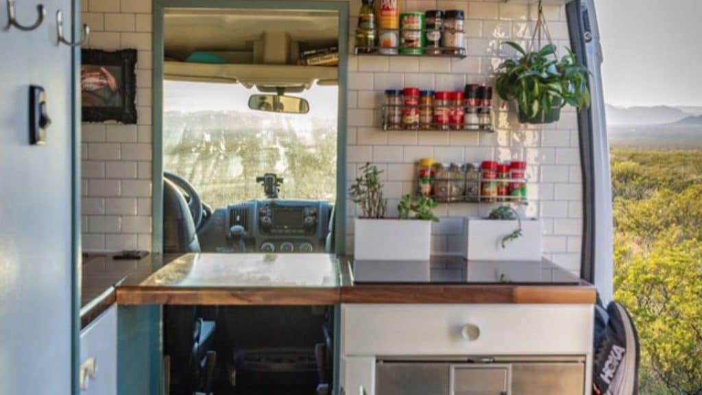 Cocina trasversal furgoneta camper