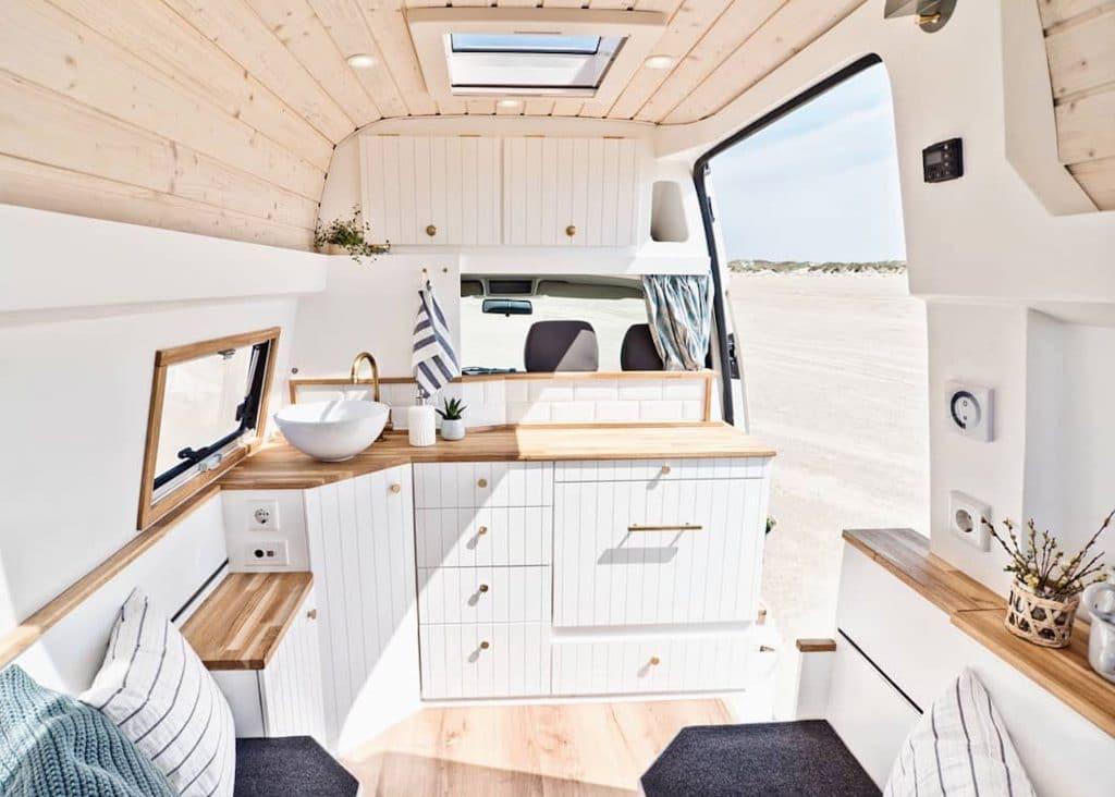 Distribución furgoneta camper L1H2